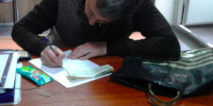Запорожец принес в полицейский участок кошелек, потерянный пенсионеркой
