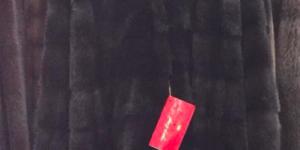 В центре Запорожья из магазина украли брендовые шубы (Фото)