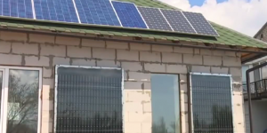 Запорожец обогревает дом, используя жестяные банки (Видео)