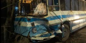 В Запорожье столкнулись три легковушки и автобус, заблокировав движение (Фото)