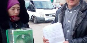 """""""Стоп фальшивый волонтер"""": запорожанка собирала возле супермаркета деньги якобы на больных детей"""