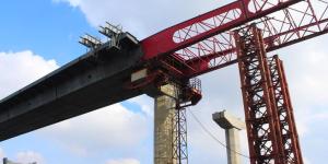 В Запорожье завершили установку основы моста с Правого берега на Хортицу (Фото)