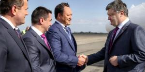 Официально: завтра в Запорожье Порошенко встретится с военными и проинспектирует трассу