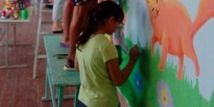 В Запорожской области стены школьного коридора разрисовали котами