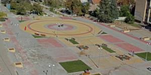 Под Запорожьем отремонтировали центральную площадь и защитили ее видеонаблюдением (Фото)