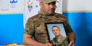 В Запорожской области погибшего десантника провожали живым коридором (Фото)