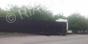 В Запорожской области водитель фуры потерял посреди дороги контейнер