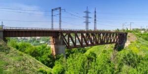 В Запорожье за десятки миллионов отремонтируют старейший мост в стране