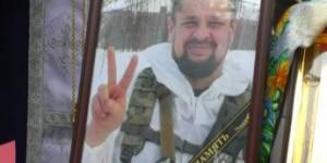 В Запорожской области с подорвавшимся на мине командиром прощались на коленях (Фото)