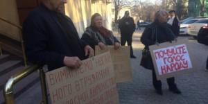 Захват власти под Запорожьем: возмущенные селяне вышли под прокуратуру (Фото)