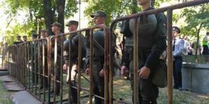 """Немногочисленный митинг """"Полка победы"""" прошел под усиленной охраной (Фото)"""
