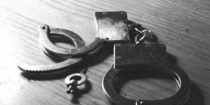 Серийные грабители под дулом пистолета отобрали у запорожанки телефон за 50 гривен