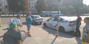 """Напротив запорожской мэрии велосипедист сделал тройное сальто через капот """"Ланоса"""" (Фото)"""