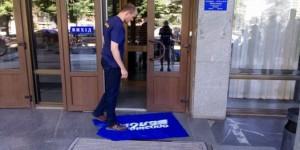 """""""Свободовцы"""" вытерли ноги об флаг """"Оппозиционного блока"""" – в партии обиделись"""