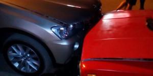 Пьяный водитель устроил вместе с женой драку на месте тройного ДТП (Фото)
