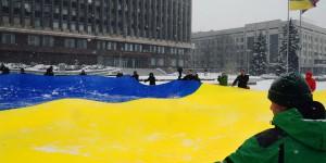 """""""Одна, єдина, соборна Україна"""" – в Запорожье со случаю праздника развернули огромный флаг"""