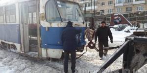 В центре Запорожья застрял трамвай – вызвали кран
