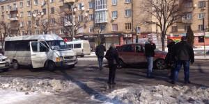 "В аварии маршрутки с легковушкой пострадала пешеход на ""зебре"" (Видео)"
