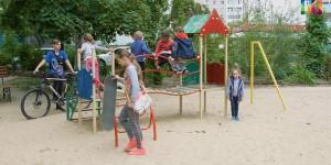 В Запорожской области с детской площадки украли качели с горкой