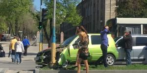 На центральном проспекте Запорожья машина из свадебного кортежа попала в ДТП (Фото)