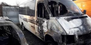 В Запорожской области на парковке ночью сгорели автобус, микроавтобус и легковушка (Фото)