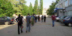 В Мелитополе завод заблокировали охранники, вооруженные дубинками
