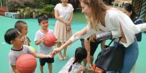 Запорожанка, учащаяся в Китае, рассказала о  фестивале собачьего мяса и культе еды