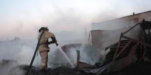 Ночью запорожские спасатели предотвратили взрыв на предприятии (фото)