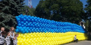 Самый большой флаг Украины из шариков: в Запорожье установили новый национальный рекорд (Фото)