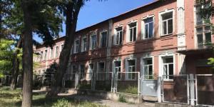«Снести нельзя отремонтировать»: что происходит со старинным зданием запорожской школы