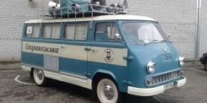 На главном запорожском стадионе показали уникальные ретро-автомобили (Фото)