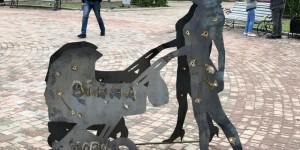 В Бердянске установили фигуры расстрелянных людей (Фото)