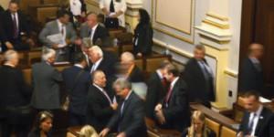 В Чехии впервые в истории самораспустился парламент