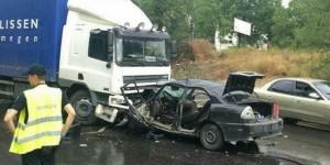 На Шевченковском легковушку смяло от лобового удара с грузовиком (Фото)