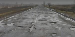 В Запорожской области начальника райавтодора не смогли наказать за ямы на дороге