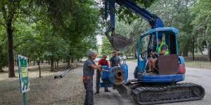 В центральном парке Запорожья начали расчищать озеро по новой технологии
