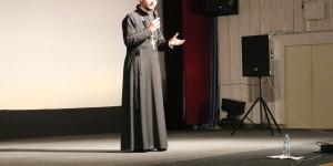 В Запорожье поющий священник собрал аншлаг