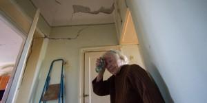 Переезжать некуда: как выживает в разрушающемся доме одинокая старушка (Фоторепортаж)