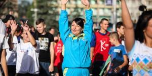 Запорожские чиновники вышли на массовую зарядку (Фоторепортаж)