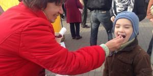 На митинге против Буряка запорожцев вооружили терками (Фото)