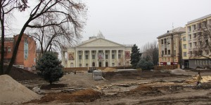 Как выглядит реконструкция сквера перед театром Магара в центре Запорожья (Фото)