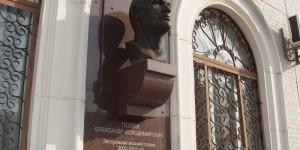 """Запорожские ритуальщики вернут бюст """"народного мэра"""" на прежнее место"""