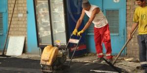 """Возле вокзала """"Запорожье-2 """" ремонтируют аварийные тротуары (Фото)"""