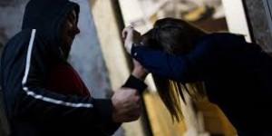 """Работник """"Укразализницы"""" выхватил у девушки телефон в центре Запорожья"""