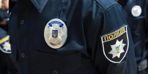 Пьяный запорожец, справлявший нужду на остановке, выстрелил в полицейского за замечание