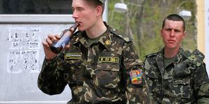 За распитие алкоголя на службе военный получил реальный тюремный срок