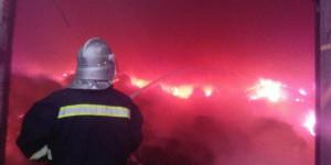 В Запорожской области горел крупнейший склад с отходами от производства обоев (Видео)