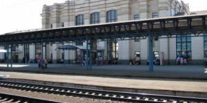 В Запорожье на железнодорожном вокзале пассажиры перекрыли пути